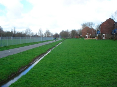 Bike road out in the suburbs in Groningen, Netherlands. Image Credit: Zachary Shahan / Bikocity